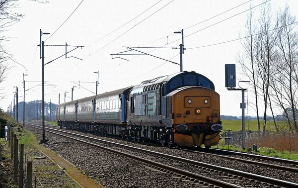 37409 Lord Hinton, 5C47, Carnforth, Mon 27 March 2017 - 1436.  DRS's 1405 Preston - Kingmoor move with the stock of Northern's 1004 Preston - Barrow: 5810, 5971, 6001 & DBSO 9704.  It had encounted difficulties on 2C32 0515 Carlisle - Preston and had come to a stand at Garstang but did eventually reach Preston 51 minutes late.