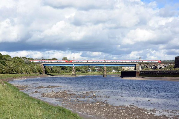 221xxx, 9S77, Lancaster, Sat 5 August 2017 - 1711.  Virgin's 1343 Euston - Birmingham - Glasgow.