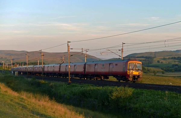 325011, 325014 & 325016, 1S96, Scout Green, Mon 17 July 2017 - 2103.  DB Cargo's 1622 Willesden - Warrington - Shieldmuir mail.