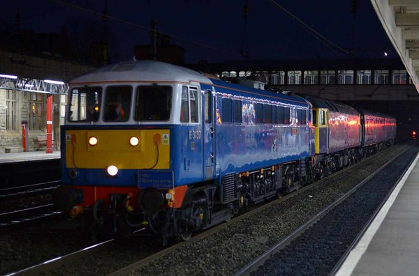 E3137 / 86259 Les Ross & 47815, 5M07, Lancaster, Wed 15 February 2017 - 1804.  Rail Operations Group's 1630 Crewe - Carlisle yard move with EMU translator vans ADB 977087 & 975875.  The 47 had failed earlier while taking 319450 from Wolverton to Allerton, and had been rescued by 86259.