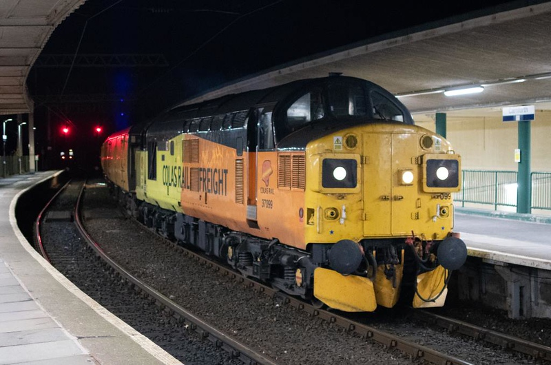 37099 Merl Evans & 37175, 1Q47, Carnforth, Tues 20 November 2018 1 - 1748.   Colas's 1052 Derby RTC - Millom - Carlisle then Scotland.  It had not left Derby until 1317 and was 104 late.  The consist was 6264, 977983, 5981 & 977868.
