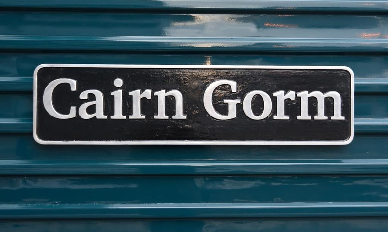 67004 Cairn Gorm, 1B Aberdeen, Thurs 21 May 2015.  The loco had just been named after the Scottish mountain.
