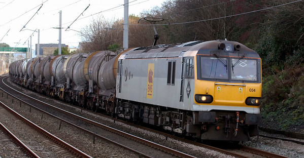 92034 Kipling, 6O60, Hest Bank, 21 November 2008 - 0941    EWS's FO 0015 Mossend - Dollands Moor china clay empties.