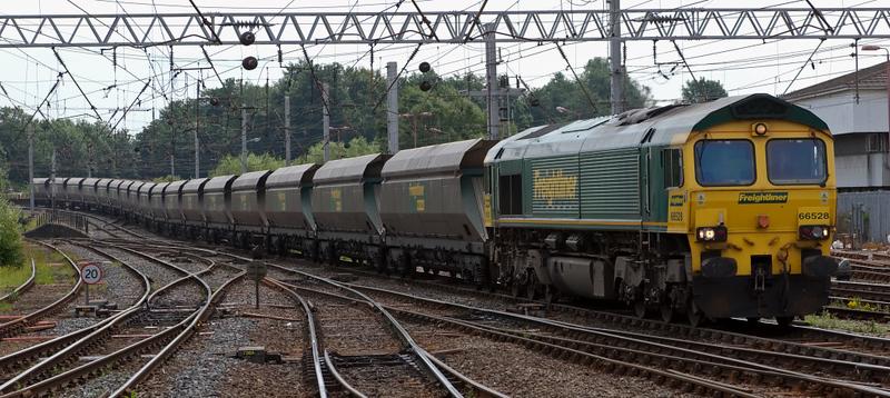 66528, 4S41, Carlisle, 24 July 2008 - 1323    Freightliner's 0913 Sudforth Lane - Chalmerston mgr empties.