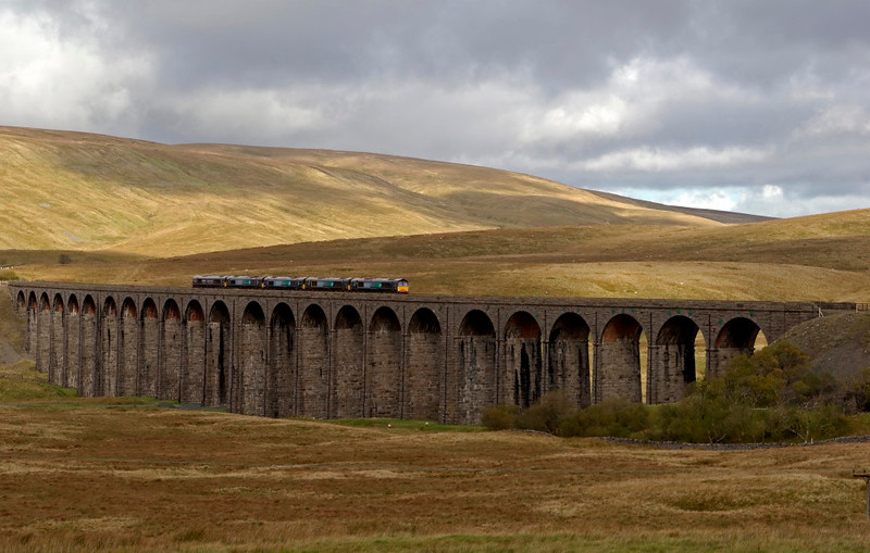 66401, 66402, 66404, 66403 & 66405, 0Z60, Ribblehead, 16 October 2008 - 1221 1   Their lease expired, the former DRS locos head from Kingmoor to Leeds Midland Road and a new life with Freightliner.