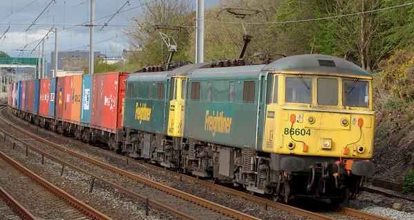 86604 & 86627, 4M74, Hest Bank, 28 April 2008 - 1738   The 1300 Coatbridge - Crewe Freightliner.