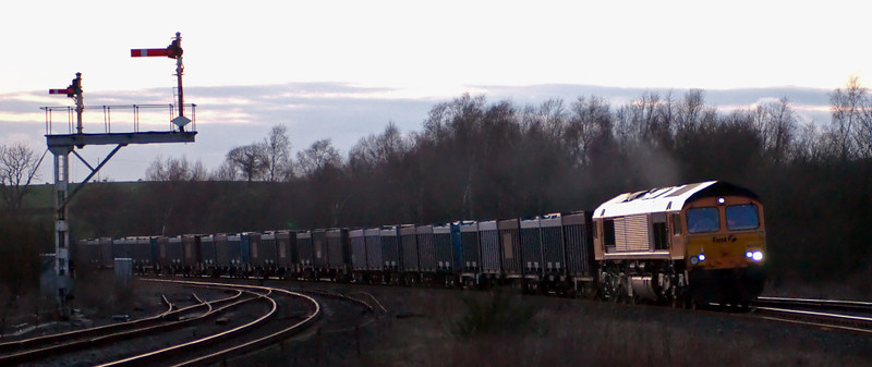 66708, 4E16, Hellifield, 9 April 2008 - 2003 1    GBRf's 1844 Newbiggin - West Burton Power Station gypsum empties.