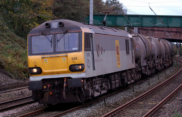 92039 Johann Strauss, 6S94, Hest Bank, 15 October 2008 - 1119    EWS's WO 0443 Wembley - Irvine clay heads for the loop at Carnforth.