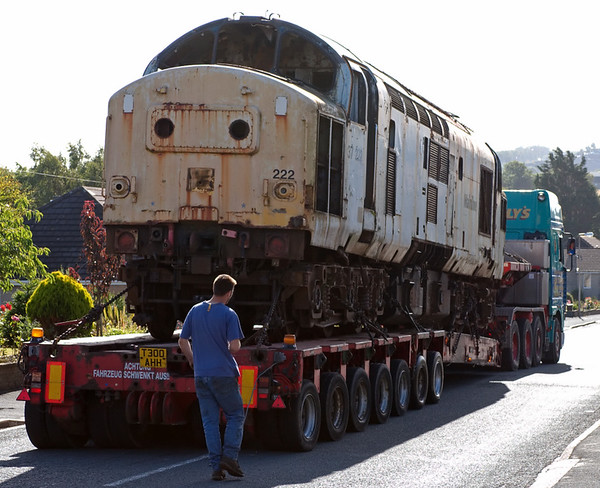 37222 goes for scrap, Carnforth, 2 July 2008 8     A last look at the loco, which began life in 1964 as D6922.