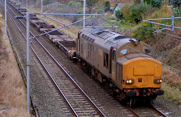 37611, 4Z90, Carnforth, 30 October 2008 - 1238    Filthy after sandite duties, the 37 heads a Grangemouth - Ditton rake of empty flats.
