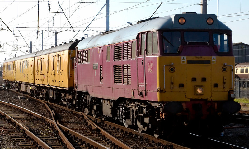 31601 Gauge 0 Guild 1956 - 2006, 4Q08, Carnforth, 3 November 2008 1 - 1207    After reversing in the loop, the pink 31 sets off for Carlisle via Workington with an ultrasonic test train on a working from Derby via the little North Western.  The train comprised generator van 6263, ultrasonic test coach 999602 and DBSO 9703.