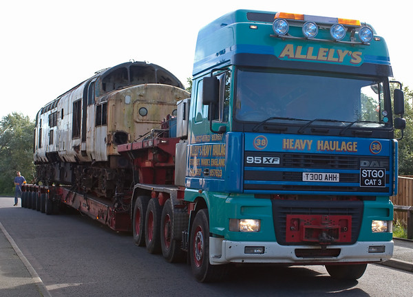 37222 goes for scrap, Carnforth, 2 July 2008 2    The move was handled by Allely's.