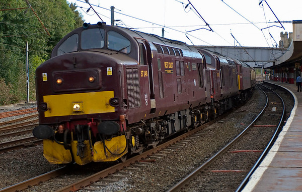 37248 Loch Arkaig, 37712 & 57601, 5Z59, Lancaster, 29 September 2008 - 1638    The 37s head for Carnforth with the stock off the previous day's Spitfire 'Settle for Edinburgh' tour from Sheffield to Edinburgh, which they had worked in place of the hoped for Fastline 56.