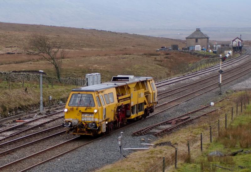 DR 73248, Blea Moor, 8 February 2008 - 1143    Fastline's Plasser & Theurer 07-16 Universal Tamper / Liner heads north.