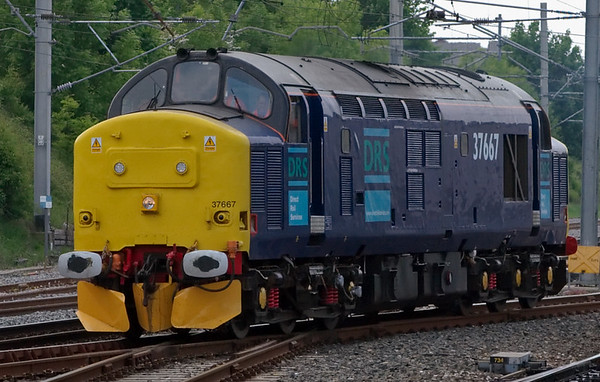 37667, Carnforth, 22 May 2008 - 1152    The 37 returns to Kingmoor on a test or training run.