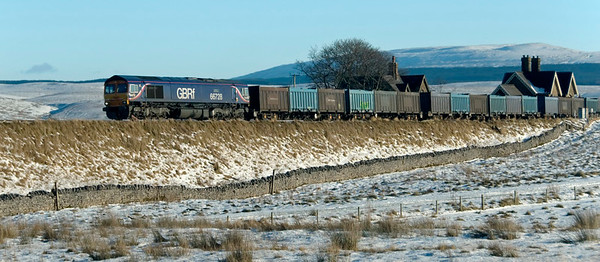 66728 Institution of Railway Operators, 4M52, Ribblehead, 6 December 2008 - 1244 1    FGBRf's SO 0918  Doncaster - Newbiggin gypsum.