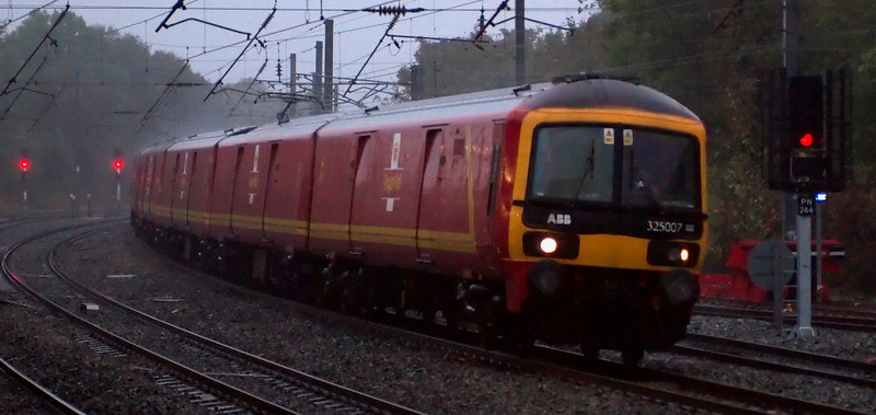 325007, 325006 John Grierson  & 325002 Royal Mail North Wales & North West, M44, Lancaster, 14 October 2008 - 1733    GBRf's 1534 Shieldmuir - Warrington races through the rain again.