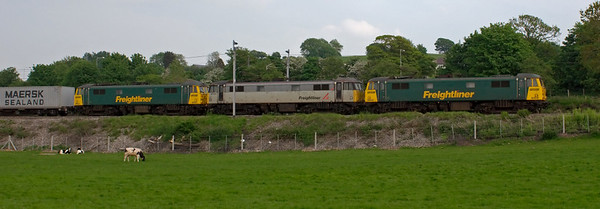 86628 & 86637 & 86612 (DIT), 4M74, Carnforth, 22 May 2008 - 1654    An 86 threesome on the 1300 Coatbridge - Crewe liner.