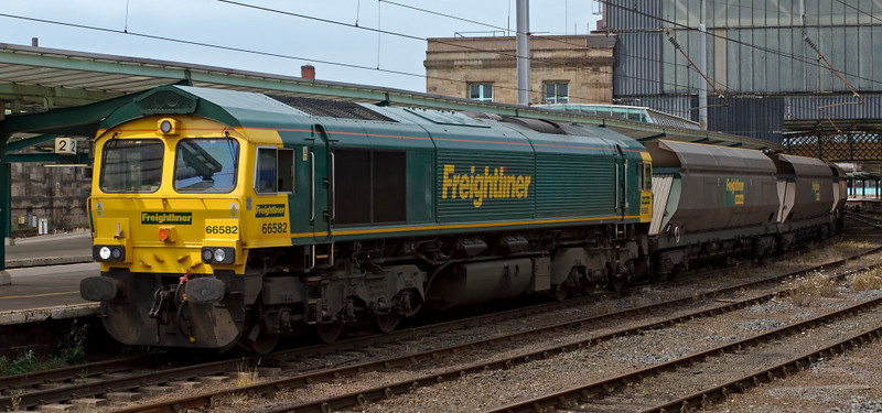 66582, 6M31, Carlisle, 24 July 2008 - 1355    Freightliner's 1353 Ravenstruther - Ratcliffe Power Station coal waits for the road over the S & C.
