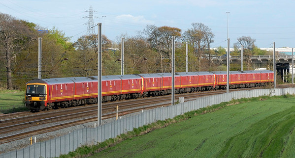325001, 325013 & 325017, 1M44, Winwick, Fri 2 May 2008 - 1837 2.  325017 was formed of cars from disbanded 325009 & 325010: 68318 (010), 68348 (009), 68369 & 68319 (both 010).