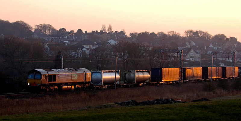 66428, 4S44, Hest Bank, 8 January 2009 - 1552    DRS's 1217 Daventry - Coatbridge intermodal just catches the last rays of the setting sun.
