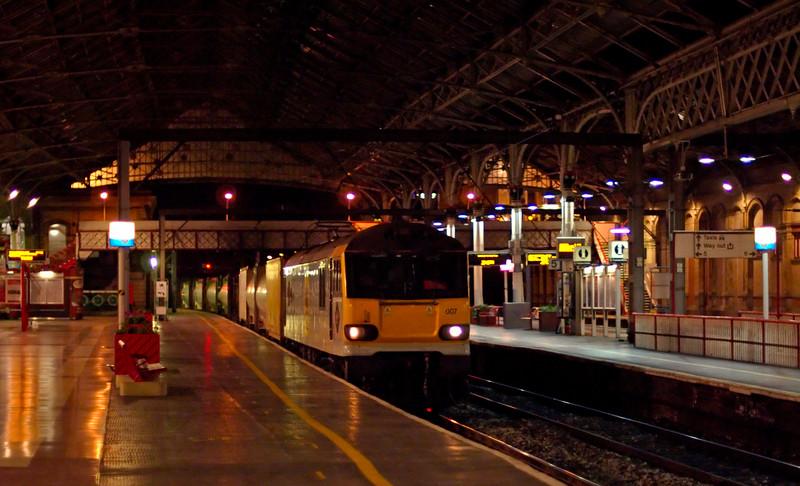 92007 Schubert, 4M67, Preston, 24 July 2009 - 2315 1    DB Schenker's 2015 Mossend - Trafford Park intermodal passes platform 4...