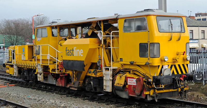 DR 77325, Warrington Bank Quay, Thurs 4 February 2010 - 1244 1    Fastline Plasser & Theurer USP 5000C ballast regulator.