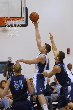 Dan O'Keefe attempts a layup between 2 Timberwolves defenders