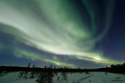 Aurore boréale (ou aurore polaire)/Aurora borealis (also polar light or northern lights)