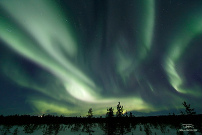 Aurore boréale (ou aurore polaire)/Aurora borealis (also polar light or northern lights)