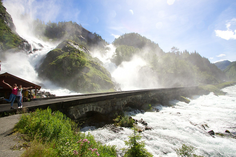 Latefoss...How did they build this bridge...