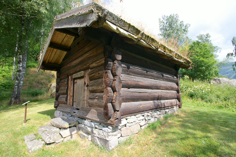 This building was built in the 13th century, it's the oldest building at the Tinn Museum Rjukan Norway. It was built before the black death, which killed half the population  before 1350. The norwegians did not have to build houses for the next 200 years, there was a surplus. Look closely at the logs, the way they are carved, in an oval-shape, that technique was lost forever.