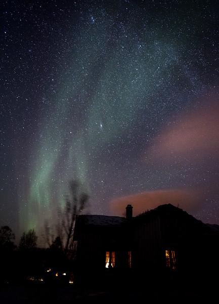 The start of an aurora display behind the Nordlandshuset