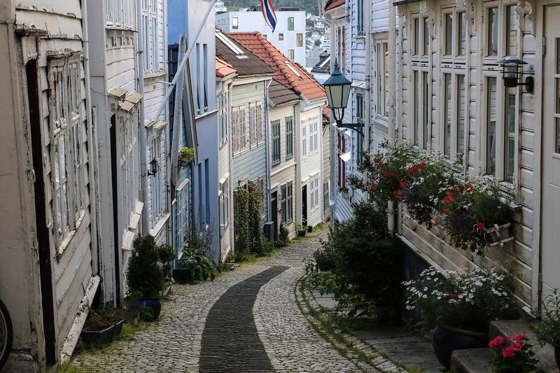 Knosesmauet, Bergen