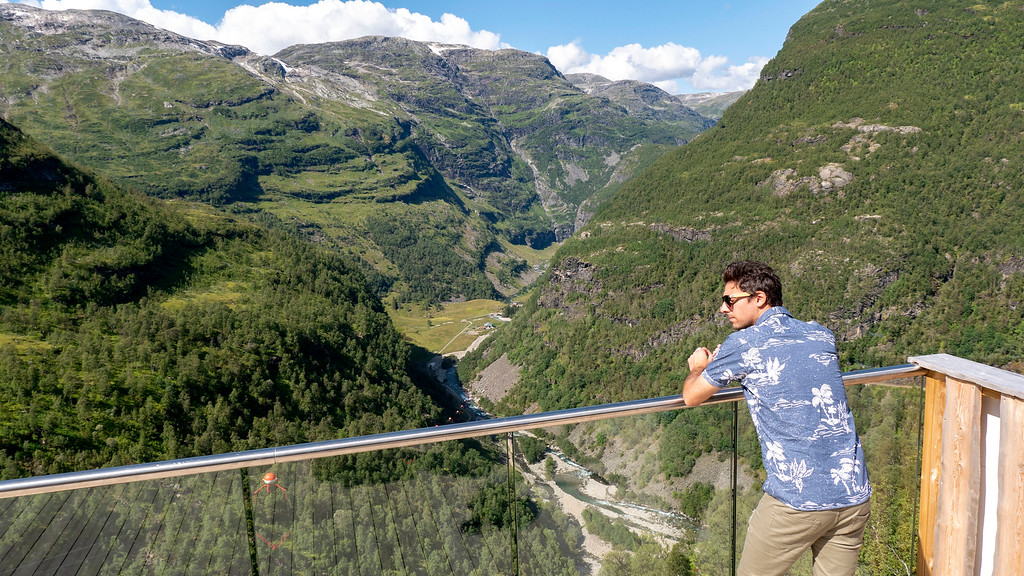 Panoramic views at Vatnahalsen Station on Flam Railway Tour