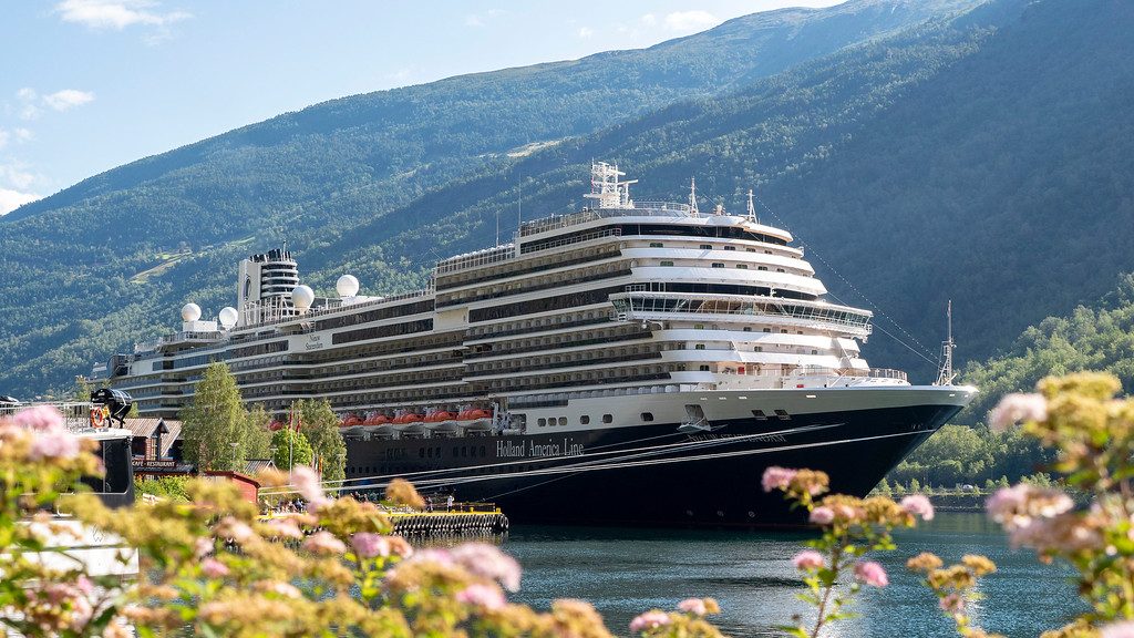 Holland America Line Nieuw Statendam in Flam Norway