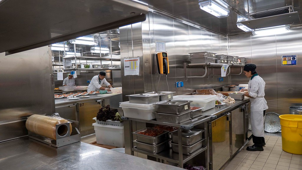 Tour of the galley - kitchen on board Nieuw Statendam cruise ship