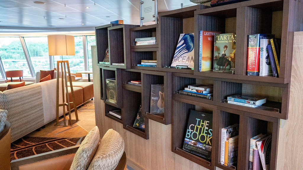 Explorations Central and Cafe at the Crow's Nest - Nieuw Statendam