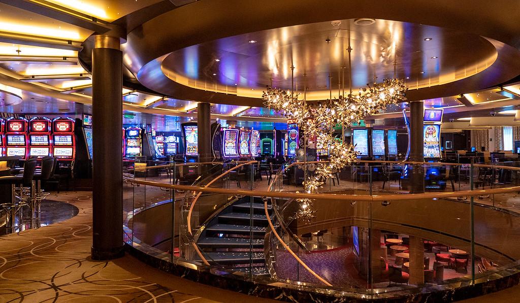 Casino on the Nieuw Statendam and atrium
