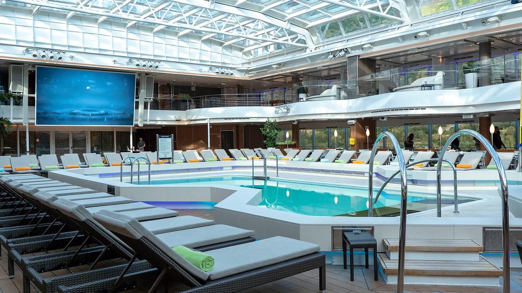 Norway Cruise on Nieuw Statendam - Swimming pool