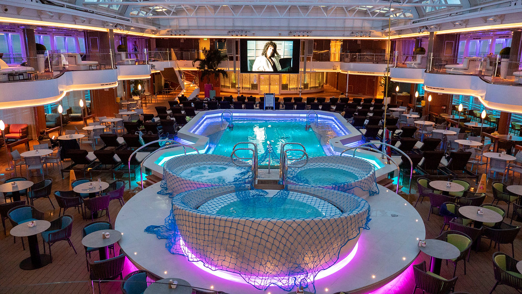 Cruise to Norway with Holland America's Nieuw Statendam - Movies at night by the pool