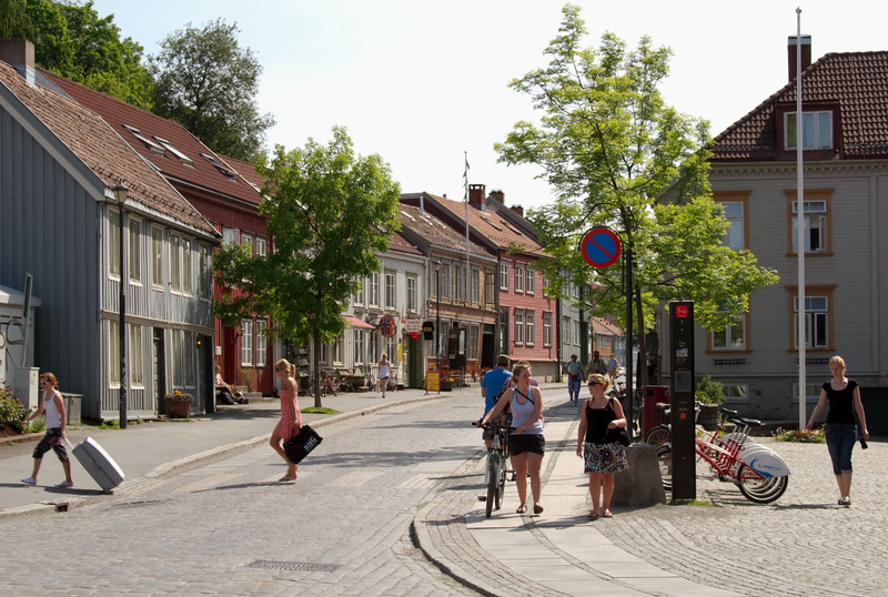 Trondheim street scene, 5 June 2008 1