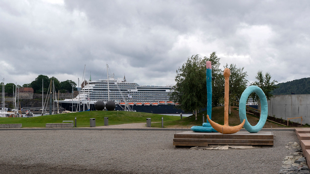 The Nieuw Statendam with a sculpture at Tjuvholmen in Oslo
