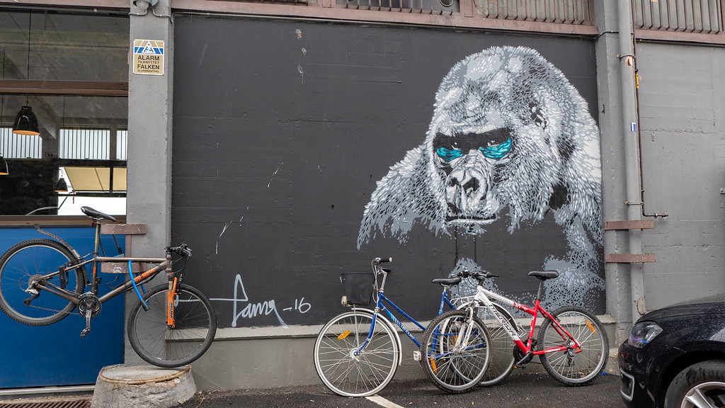 Oslo street art - Oslo murals - Oslo cruise port - Gorilla with bicycles in front