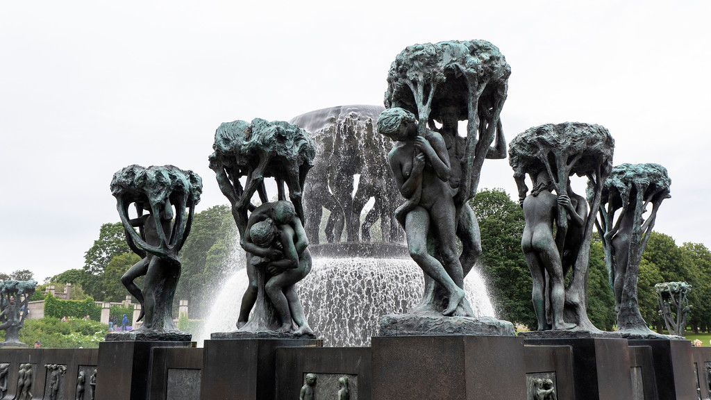 The Fountain at Vigeland Park - What to do in Oslo Norway