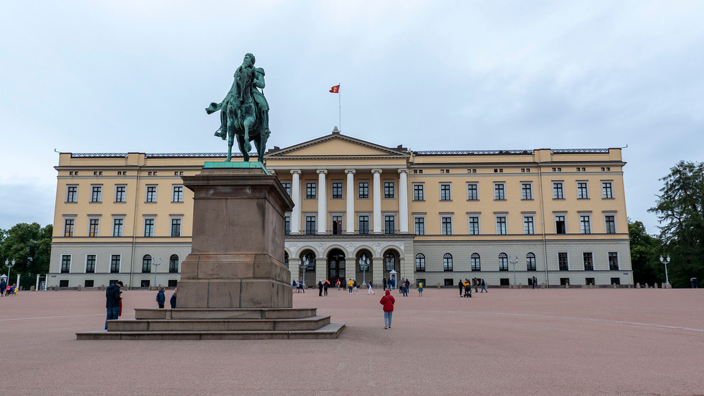 The Royal Palace in Oslo Norway - One day in Oslo