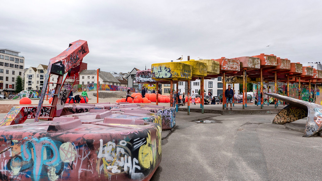 Geopark - Industrial playground on a former oil site - Street art and graffiti