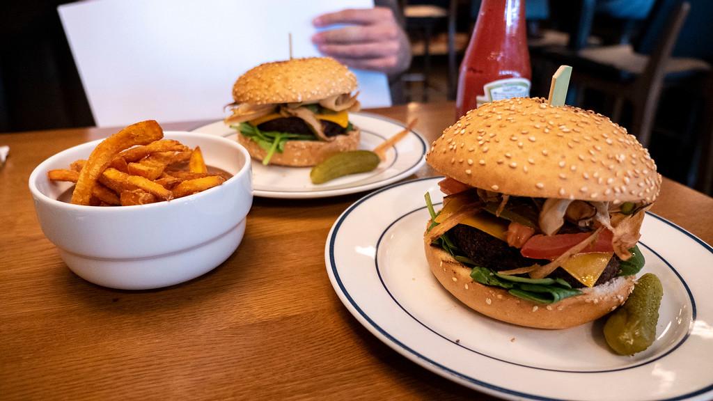 The Vegan Viking Burger - Dognville Burger Stavanger Norway