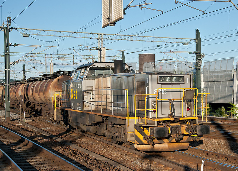 For shunting purposes at the airport the kerosene tanks have a Di8 loco attached to the rear which brings back the empty tanks on its own - at  Lillestrom on 14 August 2012 Di8.715 was performing the duty