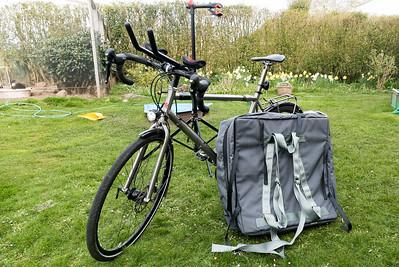 Über die Feiertage habe ich meinem neuen Tourenrad den letzten Schliff gegeben. Oskar hat bei der Elektrik und Ludwig beim Verzieren geholfen.